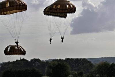 Spadochroniarze znów wylądują pod Arnhem