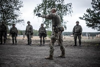 Trening z Glockiem przed misją