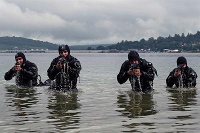 Kawalerzyści na Jeziorze Solińskim
