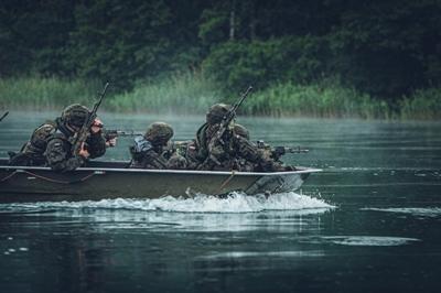 Wodny sprawdzian spadochroniarzy
