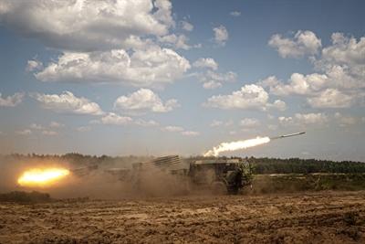 Bojowe strzelanie artylerzystów