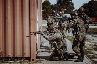 Żołnierze WOT szkolą się ze specjalsami