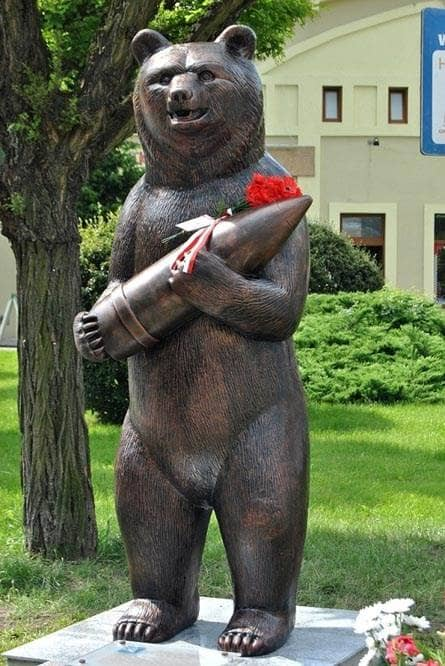 Znalezione obrazy dla zapytania niedźwiedź wojtek pomnik warszawa
