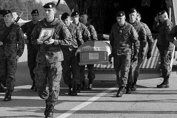 zdjęcie - Poległy żołnierz wrócił do kraju