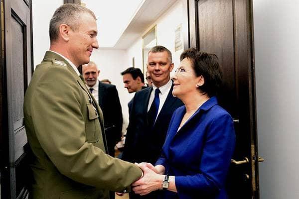 zdjęcie - Premier Kopacz: obronność mój priorytet