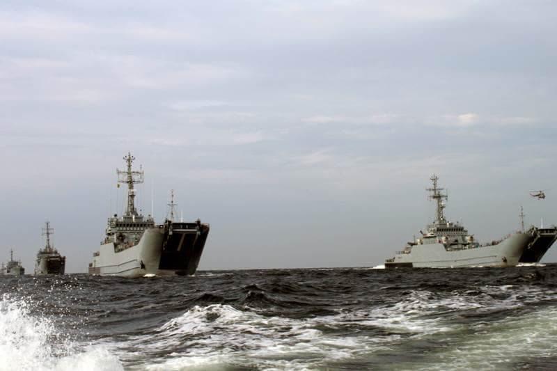"""zdjęcie - """"Wargacz-15"""" – okręty w szyku ..."""