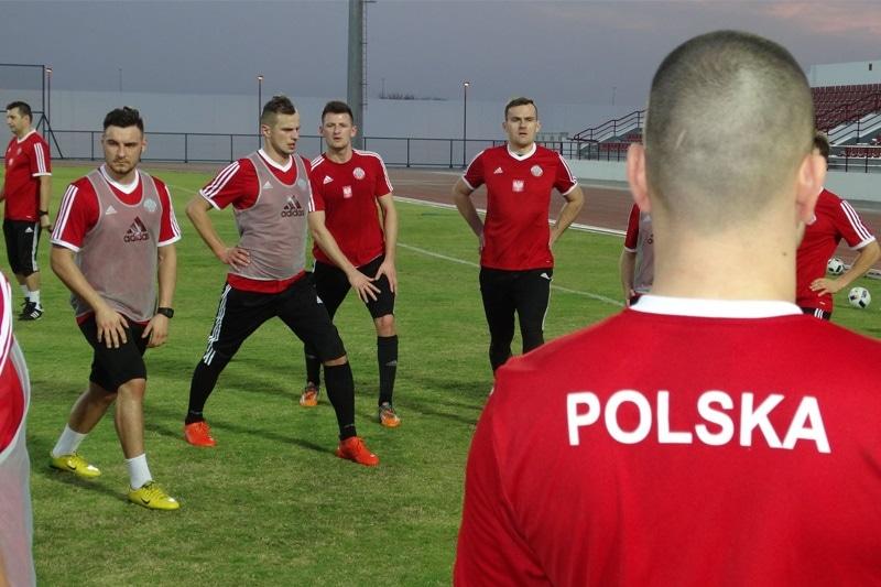 zdjęcie - Żołnierze – piłkarze walczą o ...