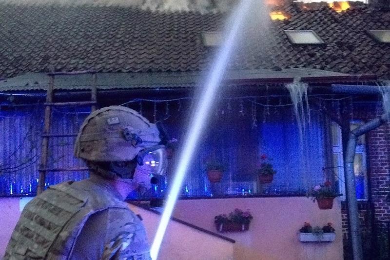 zdjęcie - Przerwali ćwiczenia, by ugasić pożar