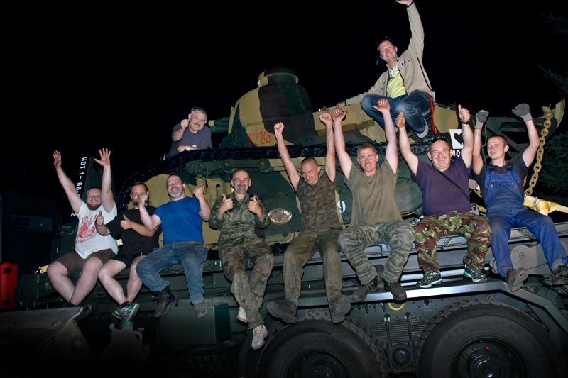 zdjęcie - Wolontariusze remontują czołgi