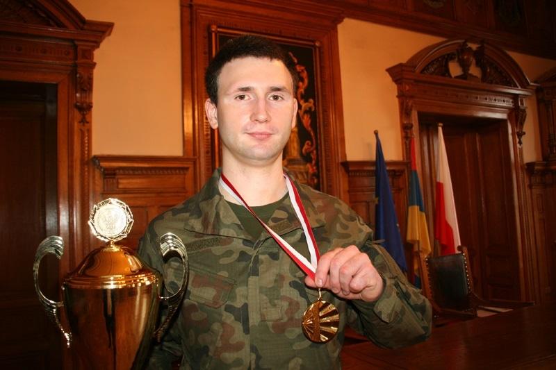 zdjęcie - Żołnierz WOT-u mistrzem wojska w ...