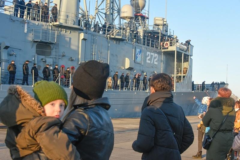 """zdjęcie - """"Pułaski"""" wrócił do Gdyni"""