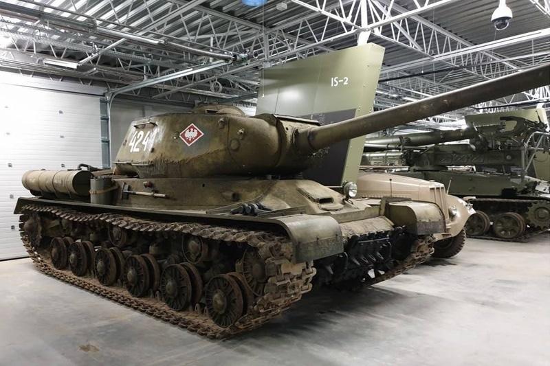zdjęcie - Zabytkowe czołgi w nowej siedzibie