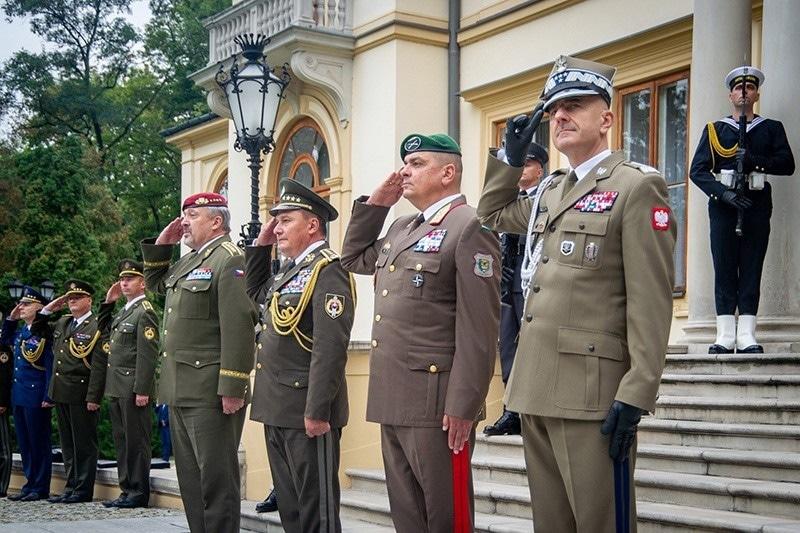 zdjęcie - Najważniejsi dowódcy V4 w Polsce